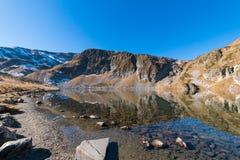 Njure sjön är en av de sju Rila sjöarna Rila berg, Royaltyfri Bild