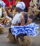 从Nkrabea舞蹈合奏的加纳的舞蹈家 图库摄影