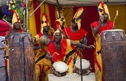 从Nkrabea舞蹈合奏的加纳的鼓手 库存图片