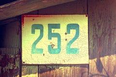 Número da casa do vintage dois cem cinquenta e dois Fotos de Stock Royalty Free