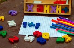 Números, cuaderno, plumas Fotos de archivo