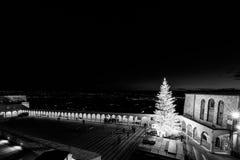 Noël 2017 à Assisi, avec vue sur San Francesco Chu papal images libres de droits