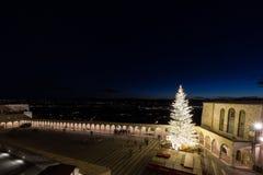 Noël 2017 à Assisi, avec vue sur San Francesco Chu papal photo libre de droits