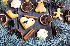 Noël arbre de Noël de pain d'épice avec des oranges de cannelle Photos stock