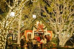 Noël au centre commercial, puits de Glendale image stock