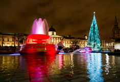 Noël au grand dos de Trafalgar, Londres. images libres de droits