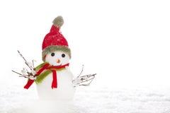 Noël : bonhomme de neige avec l'écharpe et le chapeau rouges sur le fond blanc Photos stock