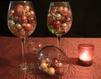 Noël, bougie argentée brûlante avec le pin s'embranche le St blanc d'und photos stock