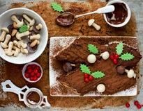 Noël Bush de Noel - gâteau fait maison de rondin de Noël de chocolat, Chri Images stock