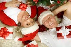 Noël celibrating de couples supérieurs Photos libres de droits