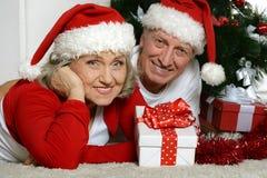 Noël celibrating de couples supérieurs Image stock