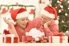 Noël celibrating de couples supérieurs Images stock