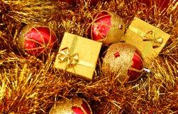 Noël a décoré des cadeaux Photographie stock libre de droits