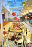 Noël a décoré le centre commercial Photographie stock libre de droits