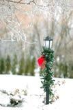 Noël a décoré le poteau de rue Photographie stock libre de droits