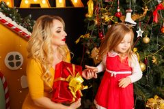 Noël de famille Mère et fille Photos stock
