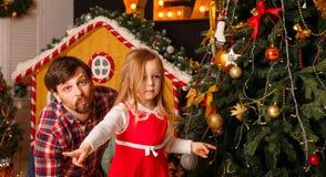Noël de famille Père et fille Photos libres de droits