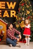 Noël de famille Père et fille Images libres de droits