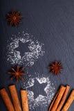 Noël de fond et cannelle de concept de nouvelle année et anis d'étoile Images libres de droits