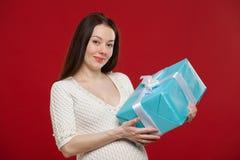 Noël de grossesse sur un fond rouge Photo libre de droits