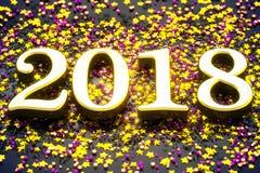 Noël 2018 de nouvelle année rougeoyant sur la décoration, illustration 3d Photos libres de droits