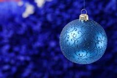 Noël et la nouvelle année joue des décorations sur le fond vibrant de scintillement photo libre de droits