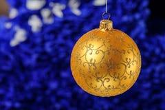 Noël et la nouvelle année joue des décorations sur le fond vibrant de scintillement image stock