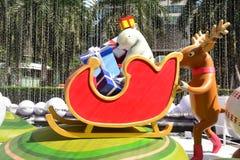 Noël Eve Santa Claus donnant des cadeaux Photographie stock libre de droits