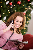 Noël : Faire des achats de catalogue de vacances Image libre de droits