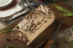 Noël fait maison Yule Log de chocolat photographie stock