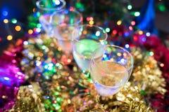 Noël, fond de nouvelle année avec le bokeh en verre et beau sur le fond Photos stock