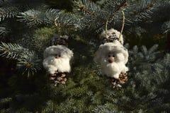 Noël joue sous forme de gnome et de maison Photos libres de droits