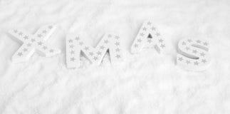 Noël, lettres en bois blanches avec les étoiles argentées Image stock