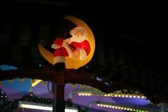 Noël a mené des étoiles de lampes au néon et des arbres de Noël dans le CIT historique Image stock