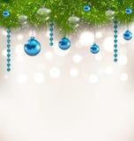 Noël miroitant le fond avec des brindilles de sapin et des boules en verre Photos stock