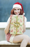 Noël, nouvelle année, concepts de Noël et célébrations Jeune Cauc Images libres de droits