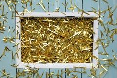 Noël ou nouveau fond de la veille de year's avec la décoration d'or Photos stock