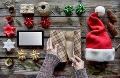 Noël préparant, le cadeau de nouvelle année, la livraison, passant commande, cadeaux, en ligne célébration, la veille, surprise images stock