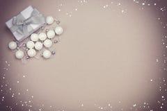 Noël réglé avec des perles de cadeau Photographie stock