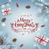 Noël rouge et nouvelle année typographiques sur le fond blanc avec les branches neigeuses de sapin, boîte-cadeau, cônes de pin photographie stock
