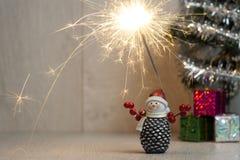 Noël sparklers Bonhomme de neige cadeaux Images libres de droits