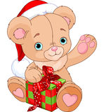 Noël Teddy Bear tenant le cadeau Photo stock