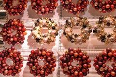 Noël tresse des boules de Noël Images libres de droits