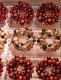 Noël tresse des boules de Noël Photos libres de droits