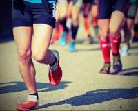 Nożna rasa z biegaczami popełniającymi wygrywać Fotografia Royalty Free