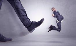 Nożny kopanie, biznesmena latanie zdjęcie stock