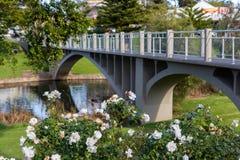 Nożny most przy żołnierza pomnika ogródem w Strathalbyn Sou fotografia royalty free