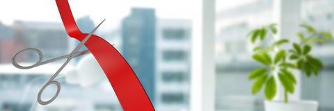 Nożyce ciie faborek z biurowymi okno w mieście zdjęcia stock
