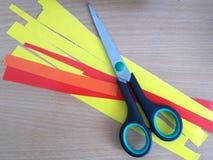 Nożyce i barwiący papiery zdjęcie royalty free