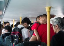 No ônibus público do centro, Pequim, China imagens de stock royalty free